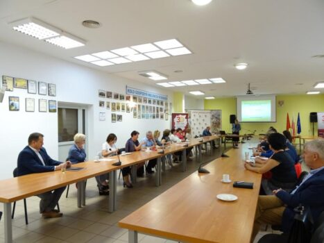 Obrazek przedstawia walne zebranie członków Stowarzyszenia LGD Nasze Roztocze