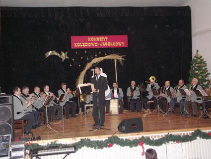 Obrazek przedstawiający występ na scenie